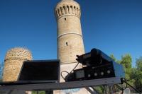 Postazione in HF,  nello sfondo il vecchio faro di Ancona